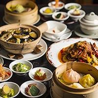 """""""白いお椀""""と""""竹の箸""""で食する、素材を生かす凛とした中国美食"""