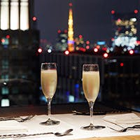 丸ビル35階から、東京タワー、皇居、東京駅駅舎など都心の景色を一望できる空間