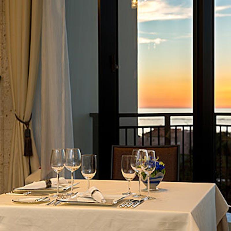 【LILY(ゆり)】メイン料理にオマール海老&豚ロース肉のコンフィをご堪能。想像性豊かな本格フレンチ。