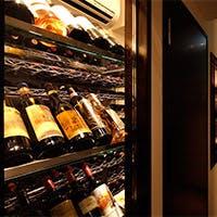 おつまみ感覚の一品からコース料理までをイタリア中心のワインと共にお楽しみ下さい