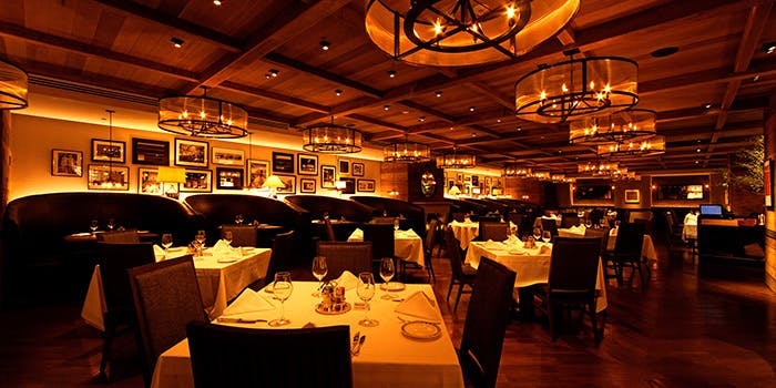 記念日におすすめのレストラン・ロウリーズ・ザ・プライムリブ 恵比寿ガーデンプレイス店の写真1