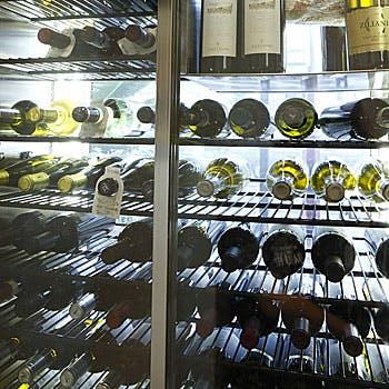 本格イタリアンと100種以上のイタリアワイン