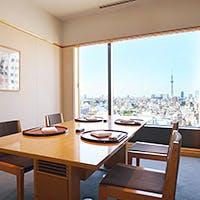 ホテル最上階からの眺めと四季折々の美味を味わう日本料理