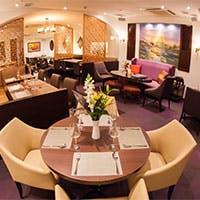 タイの王宮をイメージしたラグジュアリーな空間で本格タイ料理をご堪能下さい