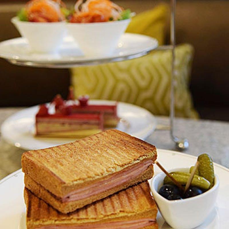 【ランチセット】サンドイッチ,サラダ,ケーキ 3500円+スパークリングワイン付き(平日限定)