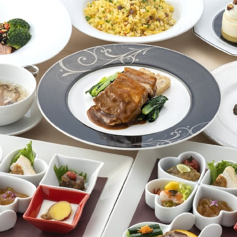 「すみれ ‐Sumire‐」前菜8種、ふかひれスープ、海老と紋甲イカの炒めなど全7品(個人盛り提供)