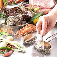 厳選された上質な牛肉・魚介・季節の野菜を、目の前で豪快且つ丁寧に焼き上げます