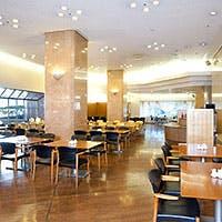 明るく開放的な雰囲気のダイニング&カフェ