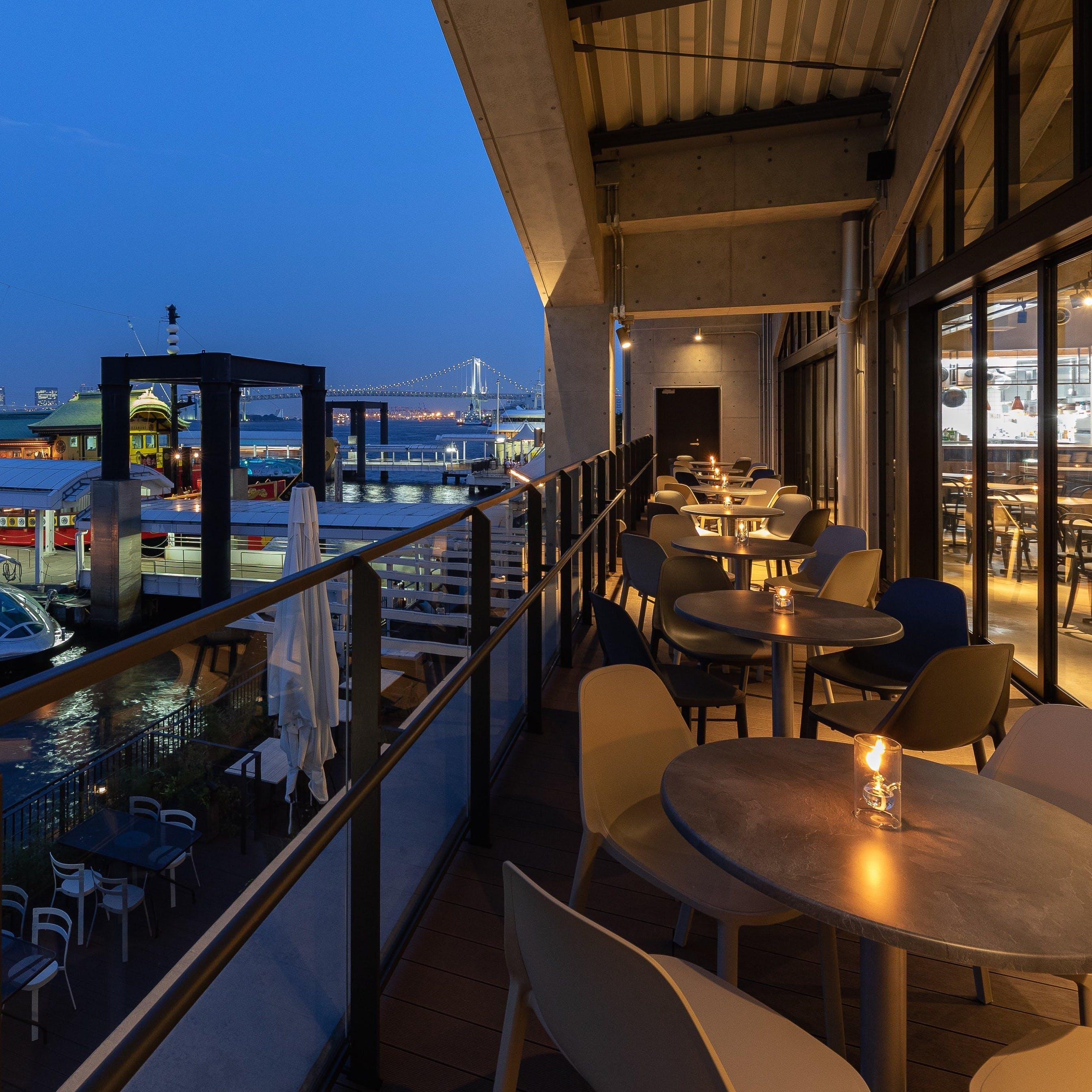 海、風、光を感じる開放的な空間でお食事を!