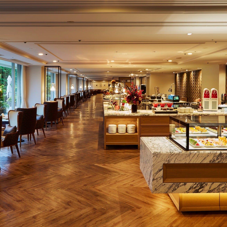 都会の喧騒を忘れられる東京アーバンリゾート、ブッフェダイニング ポルトで出来たてブッフェ料理を…
