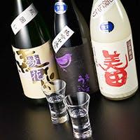 料理にあわせた焼酎と日本酒の数々