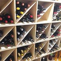こだわりのワインセラーからお客様のお好みのワインを