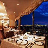 ホテル最上階からのパノラマ広がる天空のレストラン