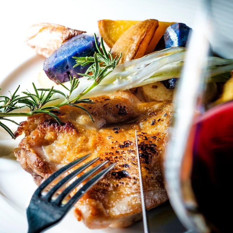 【鶏もも肉ローストコース】前菜2種・旬野菜・こだわり鶏もも肉ロースト全5皿+乾杯スパークリング