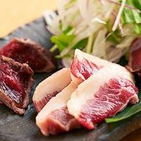 熊本県産千興ファーム直送のこだわりの馬肉と、京都の料亭仕込みの和創作料理でおもてなし