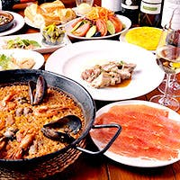 老舗スペインバルが誇る、本格パエリアなどのスペイン料理を銀座で