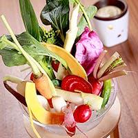 AWの定番!契約農家直送の野菜を使用した「AW 農園バーニャカウダ」