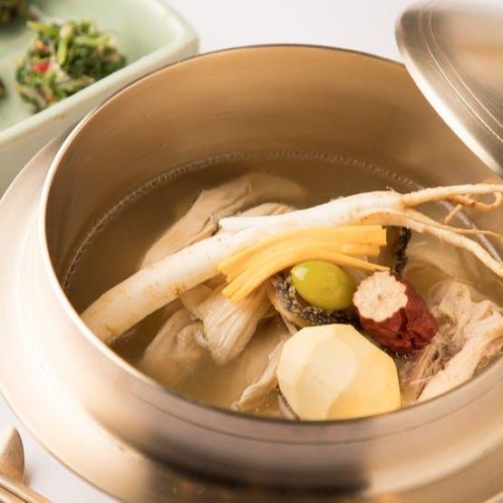 料理を韓国美術 食器 音楽と共に五感で精進して下さい。