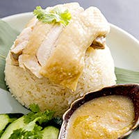熟練シェフがタイ本場の食材やスパイスを使ったタイ南部の伝統料理でおもてなし