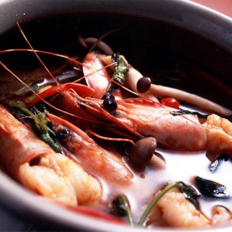 【スクサワットコース】前菜2種、天然海老トムヤムクン、海鮮料理等全6品+90分飲み放題