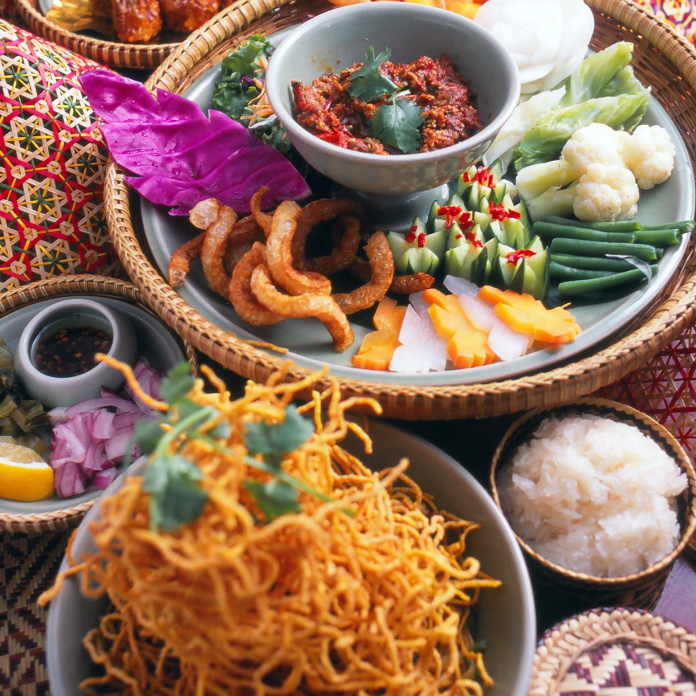 世界で経験を積んだ熟練シェフがタイ本場の食材やスパイスを使った伝統料理でおもてなし
