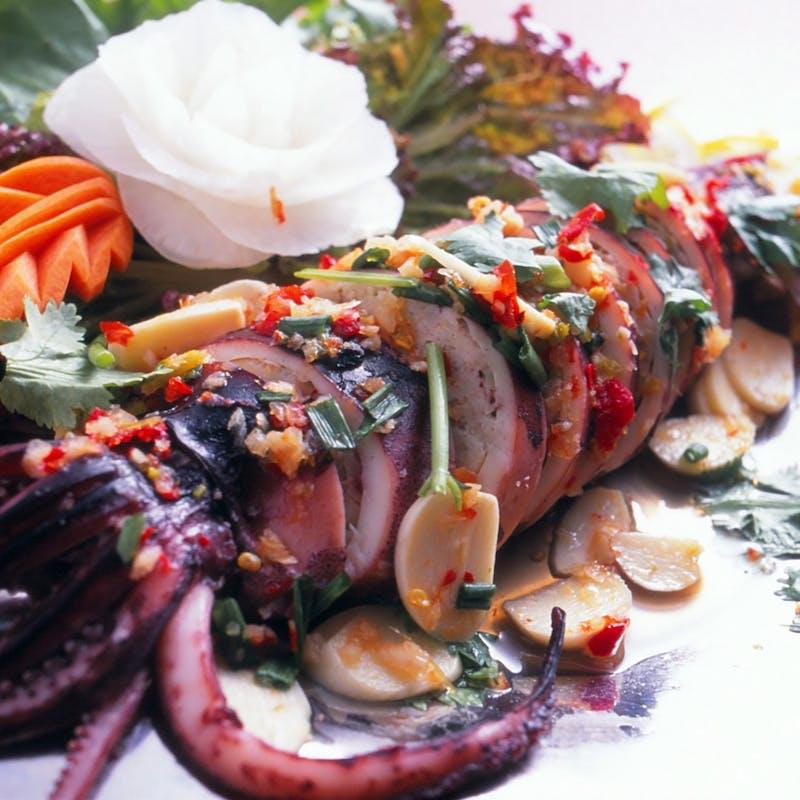 【ナワラットコース】前菜2種、ガパオ、自家製鴨団子のカレーなど5品+90分飲み放題(リクエスト予約)