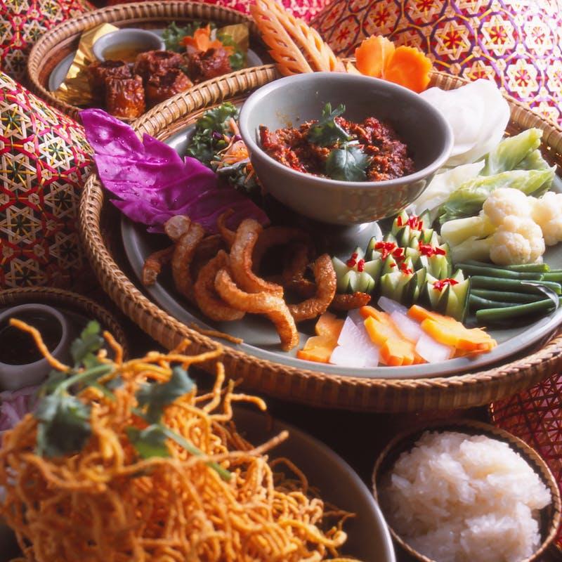 【タイ正月ソンクラン】生海老、正月特別料理、魚鍋、イベリコ豚、大型伊勢海老料理等全7品+90分飲み放題