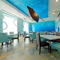 ゆらゆら揺れる波を眺めながら、海底でのイタリアンディナーコースをお楽しみください