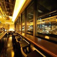 東京駅を望むカウンター席やラグジュアリーな半個室などでモダンオーストラリア料理を