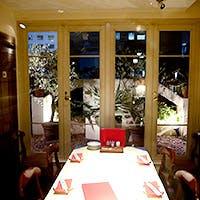 緑溢れるガーデンルームレストラン