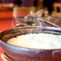 会席料理の締めは花伝名物「土鍋ごはん」で