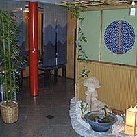 湯島天神に程近い路地裏にひっそりと佇む、風情が漂う隠れ家会席料理店
