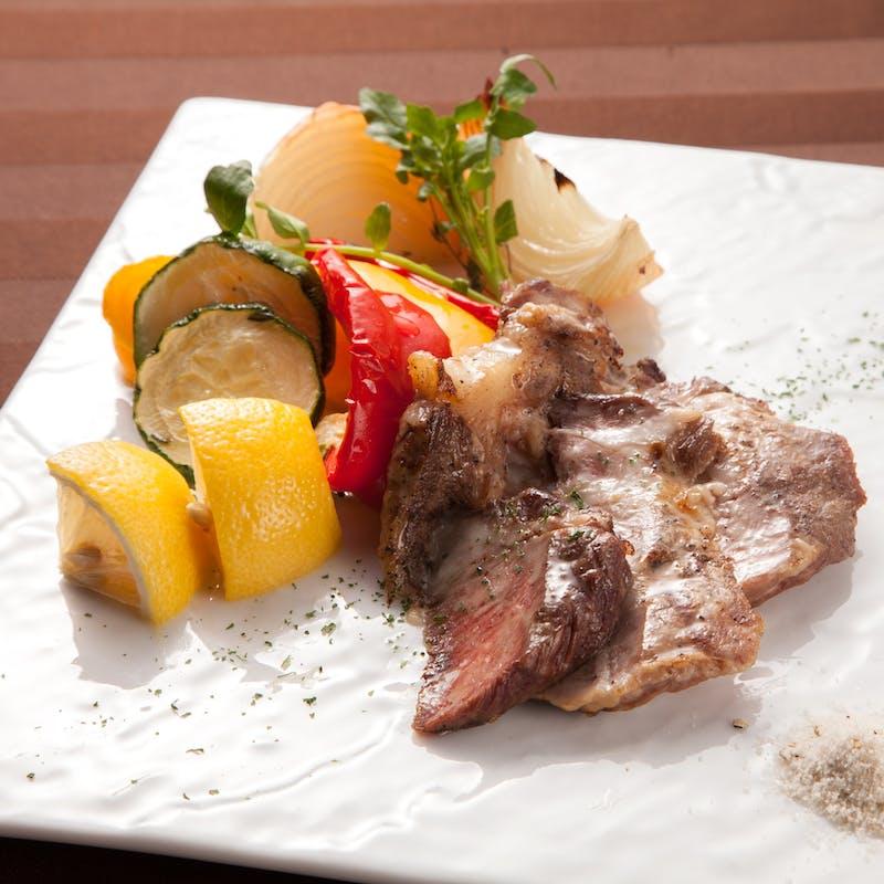 ディナーコース~旬の食材使用した前菜・メイン・デザート等全5品~+乾杯ドリンク