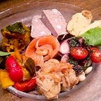 全国の有機栽培農家から仕入れた野菜を使用したボリュームたっぷりのイタリアン
