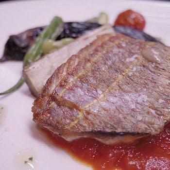 シェフにより厳選されたスペインの素材と、国産の食材