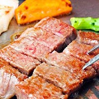A5ランク黒毛和牛の鉄板焼、フォアグラ、厳選野菜などの食材をリーズナブルに