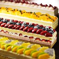 スタイリッシュなケーキが揃う中、1番目を引くロングケーキcm(シーエム)ケーキ