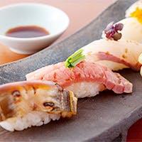 寿司、蕎麦を盛り込んだ懐石料理をどうぞ
