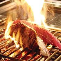 高知県産減農薬野菜や土佐和牛、一本釣り鰹の炭火焼き等土佐に伝わる伝統料理の数々