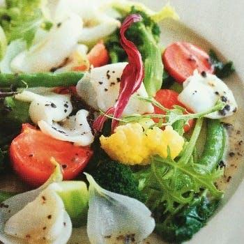シェフ鳥海 勝の、味はもちろん目にも美しい本格フランス料理