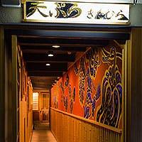 先斗町の風情と清々しい和の趣のなか揚げたての天ぷらを
