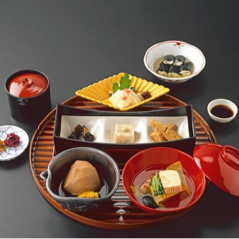 【月御膳】ひと口ごま豆腐、お吸い物など