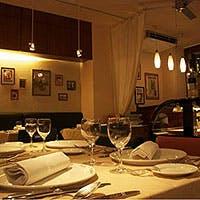 フランス パリにあるレストランをイメージした外観・内観