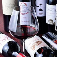 パーカーポイント90点の一流ワインを取り揃え