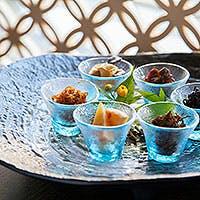 厳選された旬の素材と、田辺宗ならではのお漬物とお味噌を使ったお料理