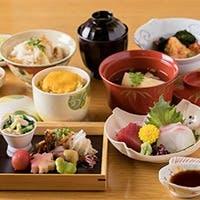 四季折々の旬素材を繊細に調理。こだわりの日本酒もございます