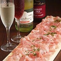 拘りのお肉料理を沢山ご用意!!オリジナルレシピの自家製料理が大人気。