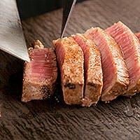 厳選した神戸牛・黒毛和牛のみを使用。新鮮な活き魚介類など、全ての食材にこだわりを