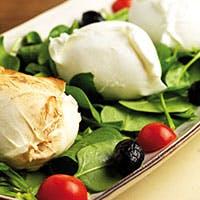 イタリアから空輸される最高級のフレッシュ・モッツァレラチーズをお楽しみ下さい