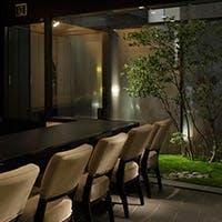 3Fは、土を感じ、土を眺める個室。5Fは、最上階にしつらえた苔庭。
